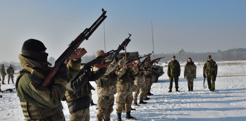 Ukrainian soldiers practice magazine loading technique under the guidance of Joint Task Force - Ukraine small team training instructors during Operation UNIFIER at the International Peacekeeping and Security Centre in Starychi, Ukraine on February 15, 2017. Photo: Joint Task Force - Ukraine AK51-2017-013-004